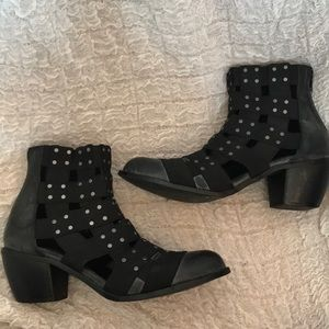 Free People VEGAN ankle boots-Size 8 (Fits 7 1/2)